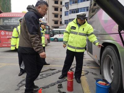 县交警大队:强化监管 确保春运平安