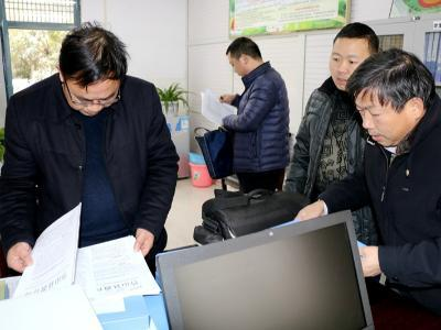 县教育局指导茂华中学学生资助工作