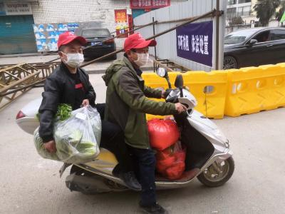 溢水镇 :青年志愿者变身暖心代购员