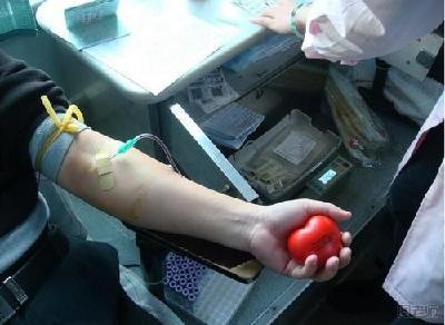武漢20位新冠肺炎康復醫務人員獻血救人