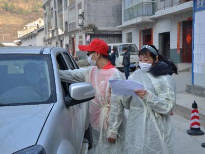 母子倆防疫戰場顯身手