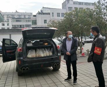 宝丰镇:贫困户争当志愿者