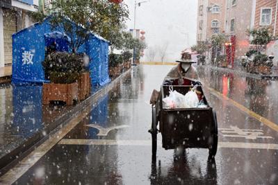 大雪下仍然堅守在疫情防控陣地上的竹山人