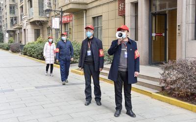 """東門社區""""小紅帽"""":巡邏勸阻抗疫情"""