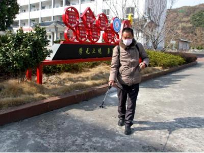 楊著成:58歲老教師堅守卡點作貢獻
