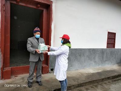 柳林乡卫生院:开展志愿服务送药上门
