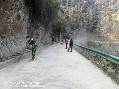 官渡鎮三吉村:開展環境衛生大掃除