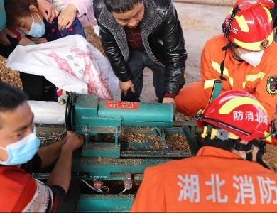 女子手卡機器,竹山消防緊急救援