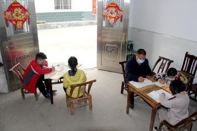 周克文:一个不能少,学生家里开课堂