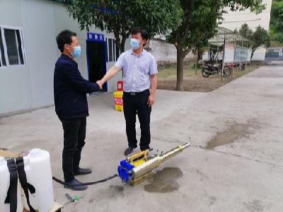 个体老板王发平捐助消毒机助学校复课