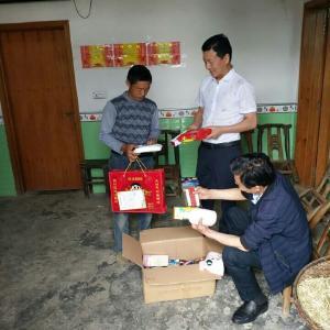宝丰镇:为困境儿童送温暖助成长