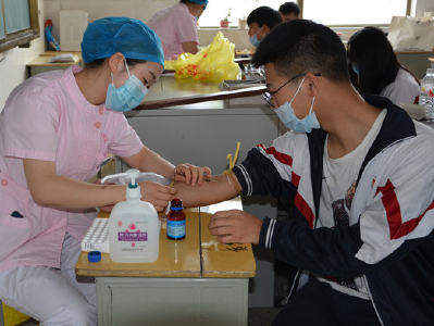 竹山二中778名高三学生参加高考体检