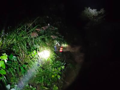 一家三口山洪圍困  消防緊急救援