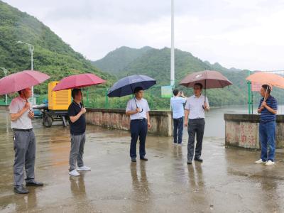 副市長王曉來竹督導脫貧攻堅和防汛減災