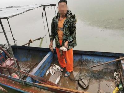 保护区非法捕鱼   民警现场抓获