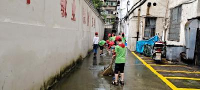 县实验小学:师生同参与,服务到社区