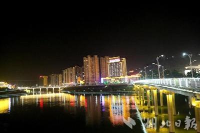 """湖北竹山:12年架设18座跨河公路大桥 """"陡河""""天堑变通途"""