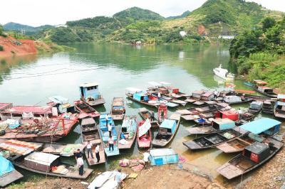 """【長江大保護】湖北竹山:200多艘漁船退捕,漁民告別""""水上漂"""""""