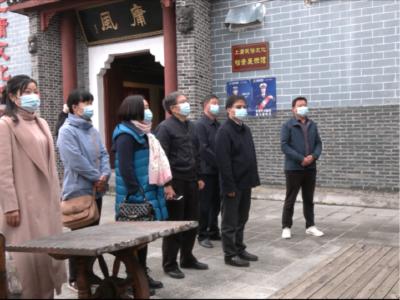 龔勝生來我縣調研傳統村落建設工作