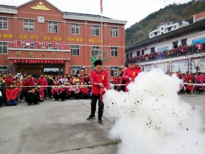 潘口鄉中心小學舉行滅火演練活動