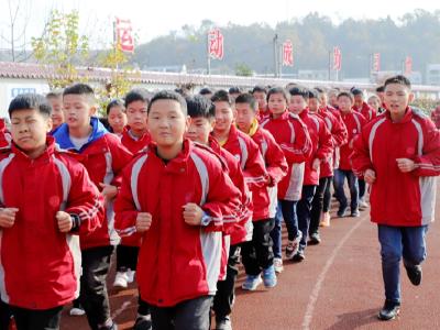 麻家渡鎮九年制學校開展冬季長跑活動