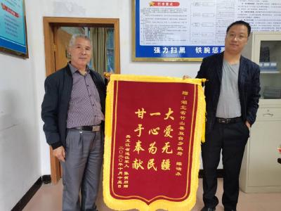 黑龙江省退伍军人千里送锦旗背后的故事