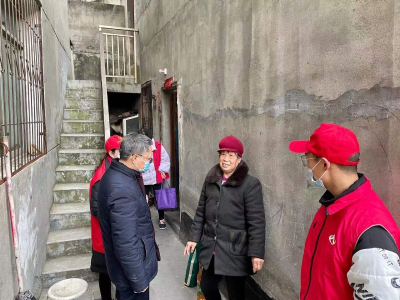 县人民医院党员干部下沉社区开展慰问活动