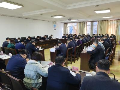 县委理论学习中心组开展集中学习