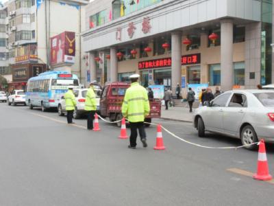 我县开展行人横穿马路专项整治10人被查处