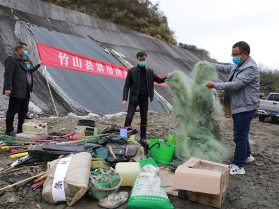 我县集中销毁一批非法捕捞渔具