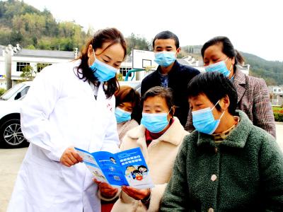 县二医院进村入户开展知识讲座
