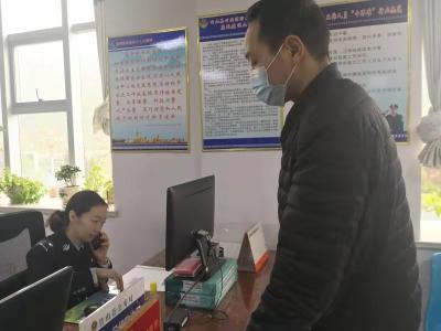 竹山十堰两地警方联动为群众紧急办理边境通行证