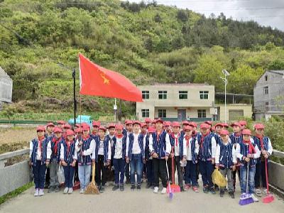双台乡茅塔小学开展爱国卫生月活动
