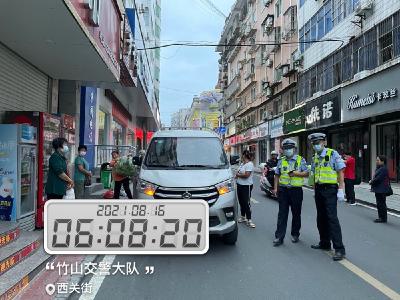 县交警大队开展交通违法集中整治行动