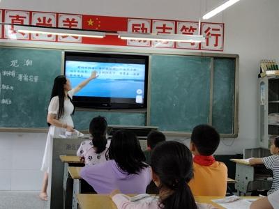 双台乡茅塔小学举行新教师见面课