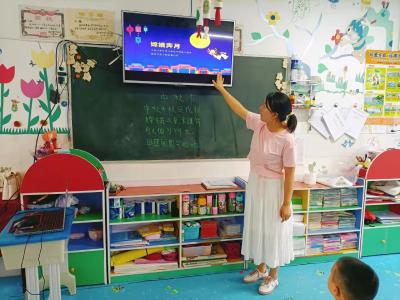 溢水中心幼儿园:吃月饼,听故事,唱儿歌