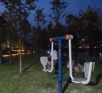 堵河体育生态公园第一批健身器材投入使用