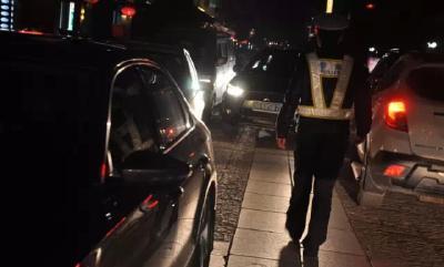 监利一交警连续工作18小时倒在了工作岗位上来不及吃一口妻子准备的宵夜……