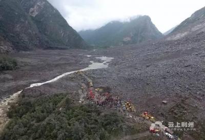 四川茂县垮塌位置发生位移,所有救援人员紧急撤离