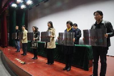 """荆州两教师入选2017年""""湖北名师工作室""""主持人"""