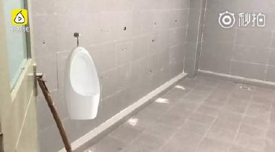 大学男厕被女生征用,结果出人意料!这些高校神操作火了……