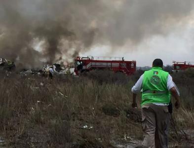 突发!墨西哥一客机坠毁 85人受伤 飞机起火