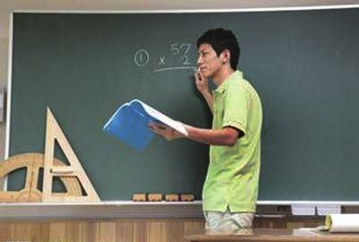 教育部:正推动《教师法》修订 健全工资联动机制