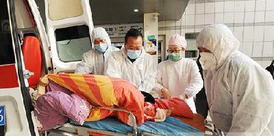 急救车上孕妇临盆,一场生命的接力拯救行动开始了