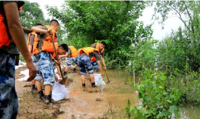洪湖:防汛应急响应升为1级 每公里巡查30人增到80人