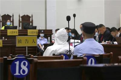 监利市人民法院公开开庭审理赵某清等27人涉黑案