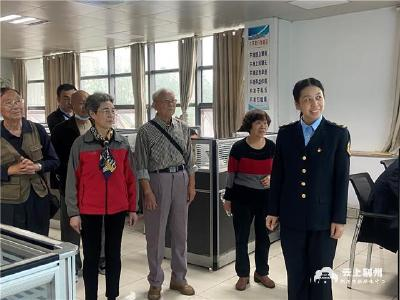 """荆州公交开放日,市民零距离感受智能公交""""运转模式"""""""