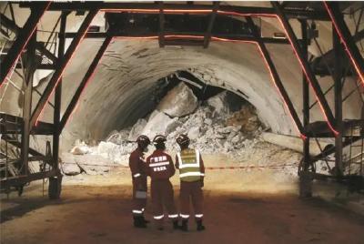 广西一在建隧道塌方9人被困 包括3名湖北老乡
