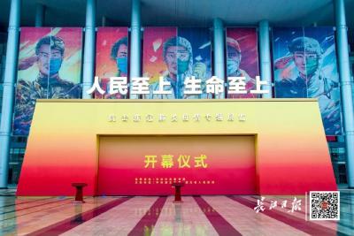 这个展览今天在武汉开幕,有人一看眼眶就红了