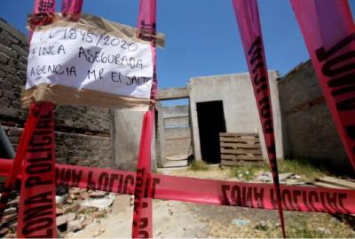 """墨西哥一处""""万人坑""""挖出百余具遗体,肢解后装在袋中"""